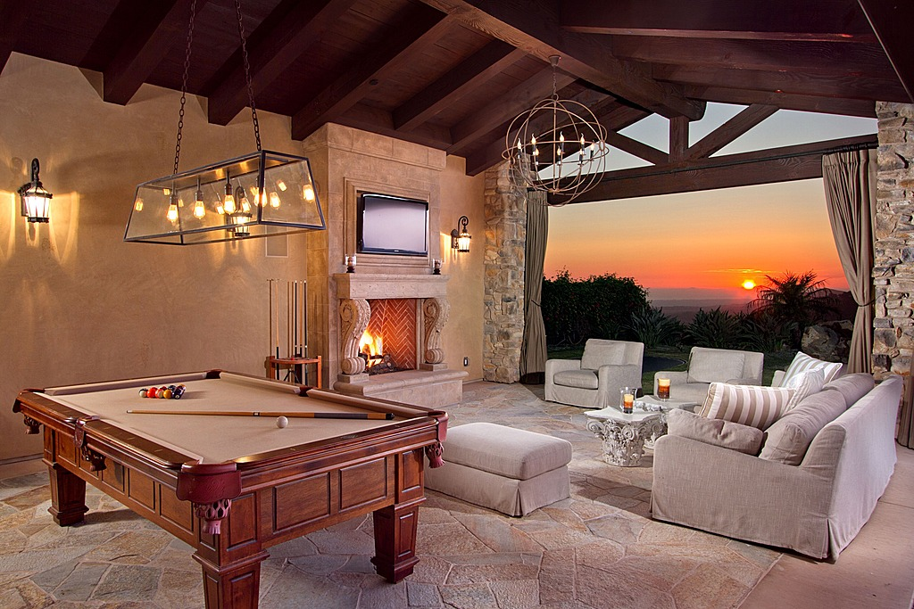 Ultimate Man Cave Show : Man cave with a view diane capri licensed to thrill